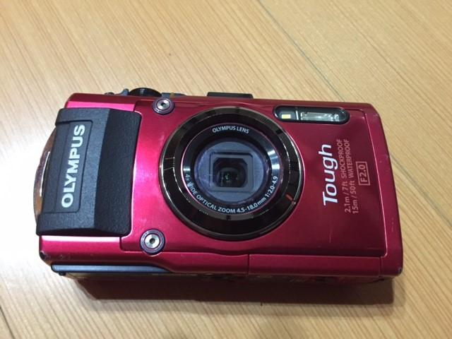 オリンパスのデジタルカメラ(TG-4)の正面写真
