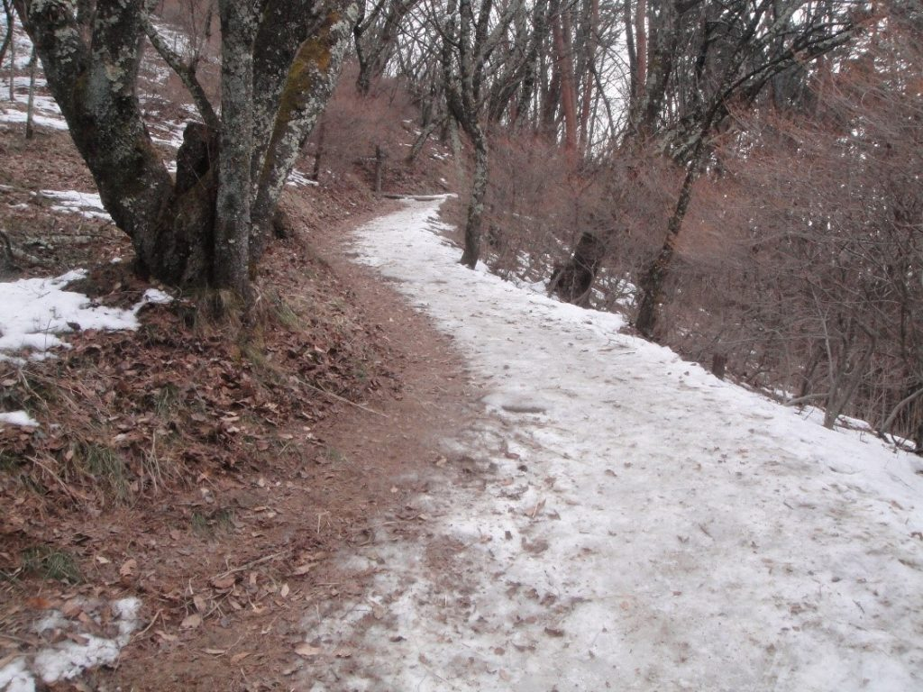 モンベルのチェーンスパイクで歩いた雪の里山