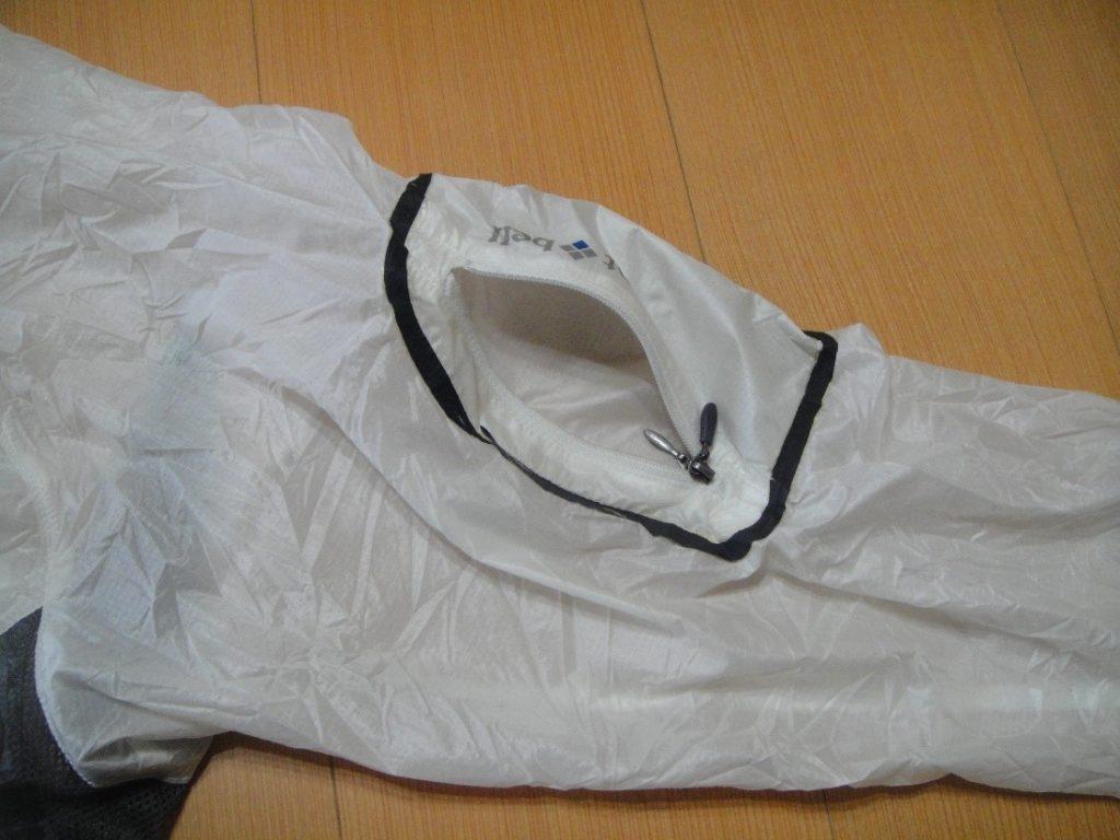 モンベルのEXライトウインドジャケットを収納するポケット