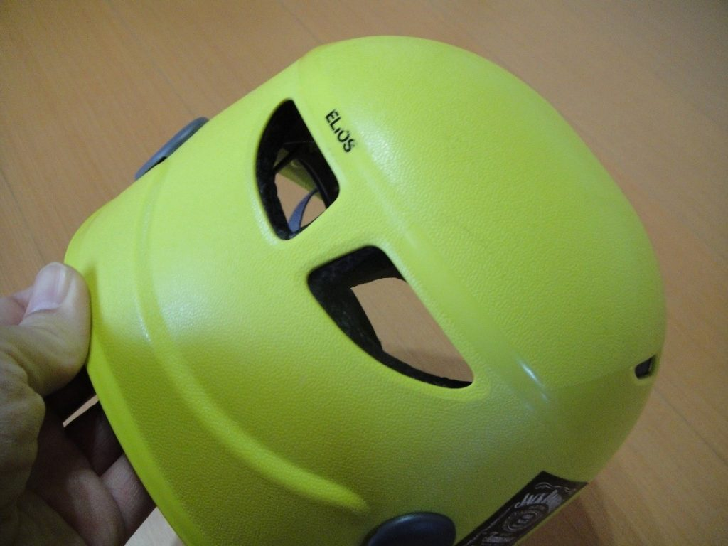ペツルの登山用ヘルメットのエリオスを後ろから見た様子