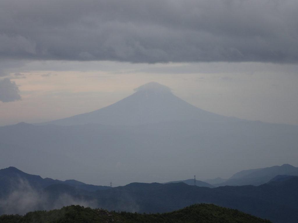 金峰山の砂払いノ頭付近からの富士山