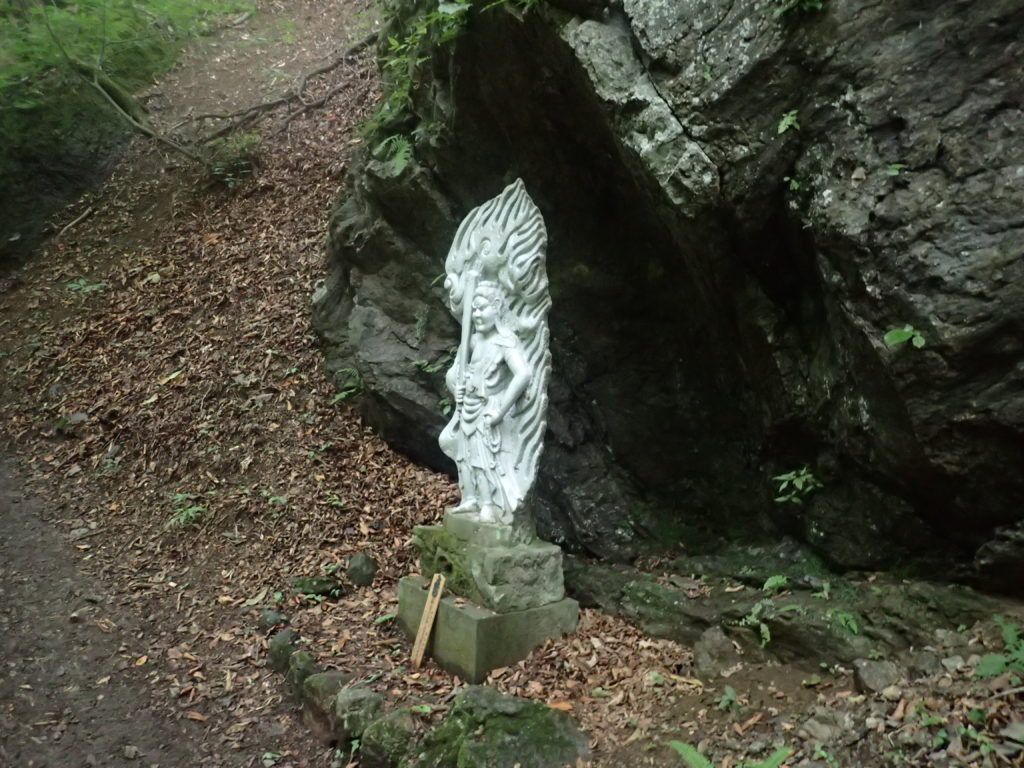 両神山日向大谷口ルート登山道の仏像