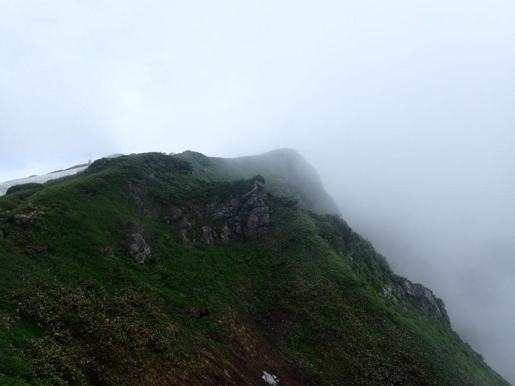 谷川岳の西黒尾根から見る谷川岳山頂(トマの耳)