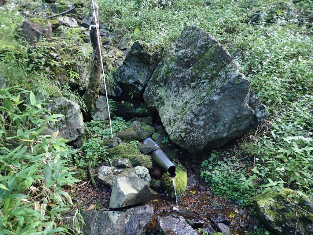 皇海山クラシックルートの庚申山荘近くの水場