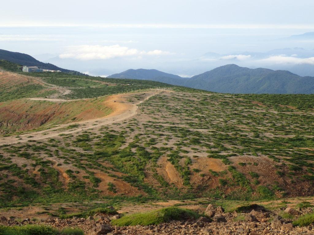 蔵王山稜線から見おろす蔵王レストハウス方面