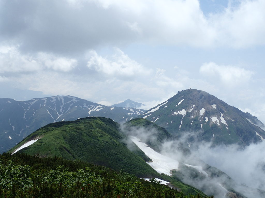 火打山山頂から見る焼山
