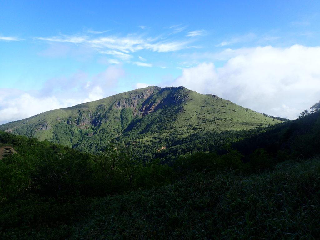 四阿山から見る根子岳