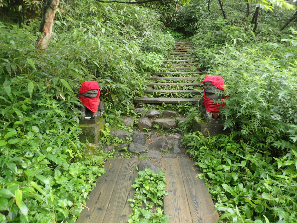 那須岳の峠の茶屋登山口の狛犬