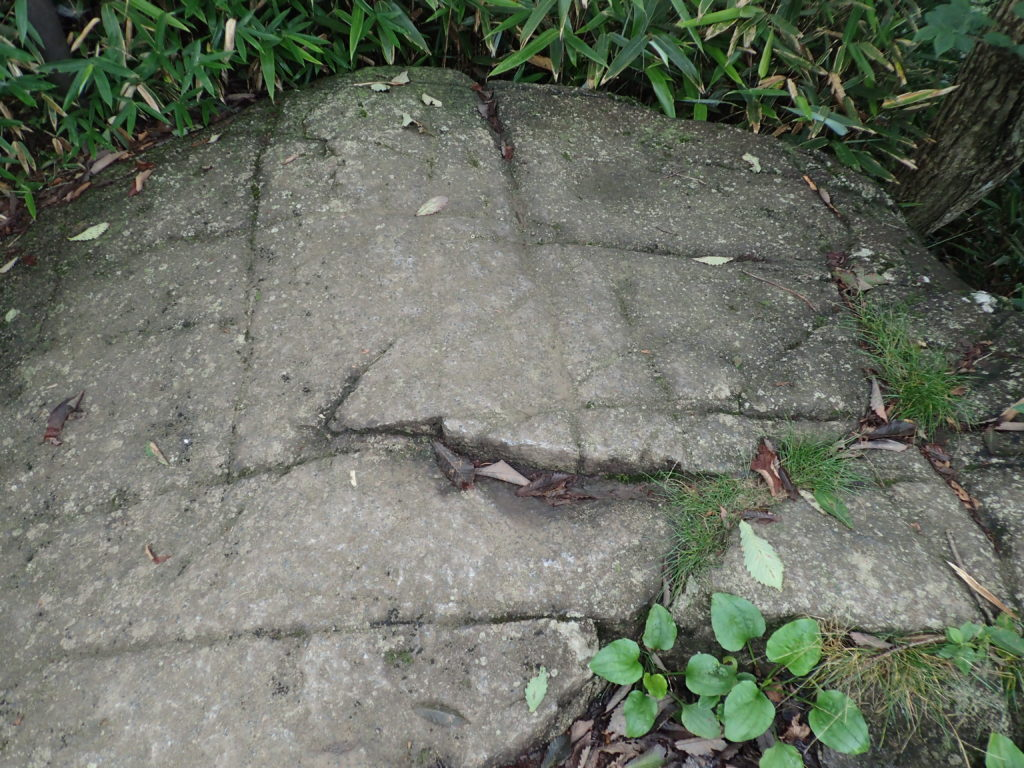 筑波山の国割り石