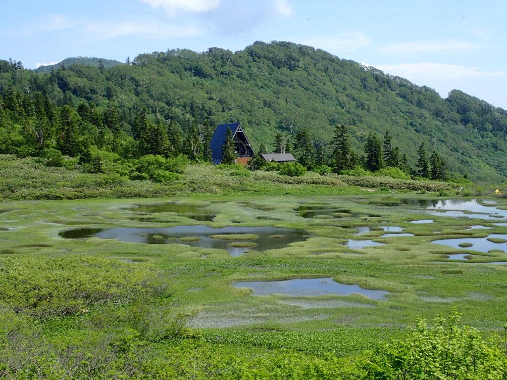 高谷池と高谷池ヒュッテ