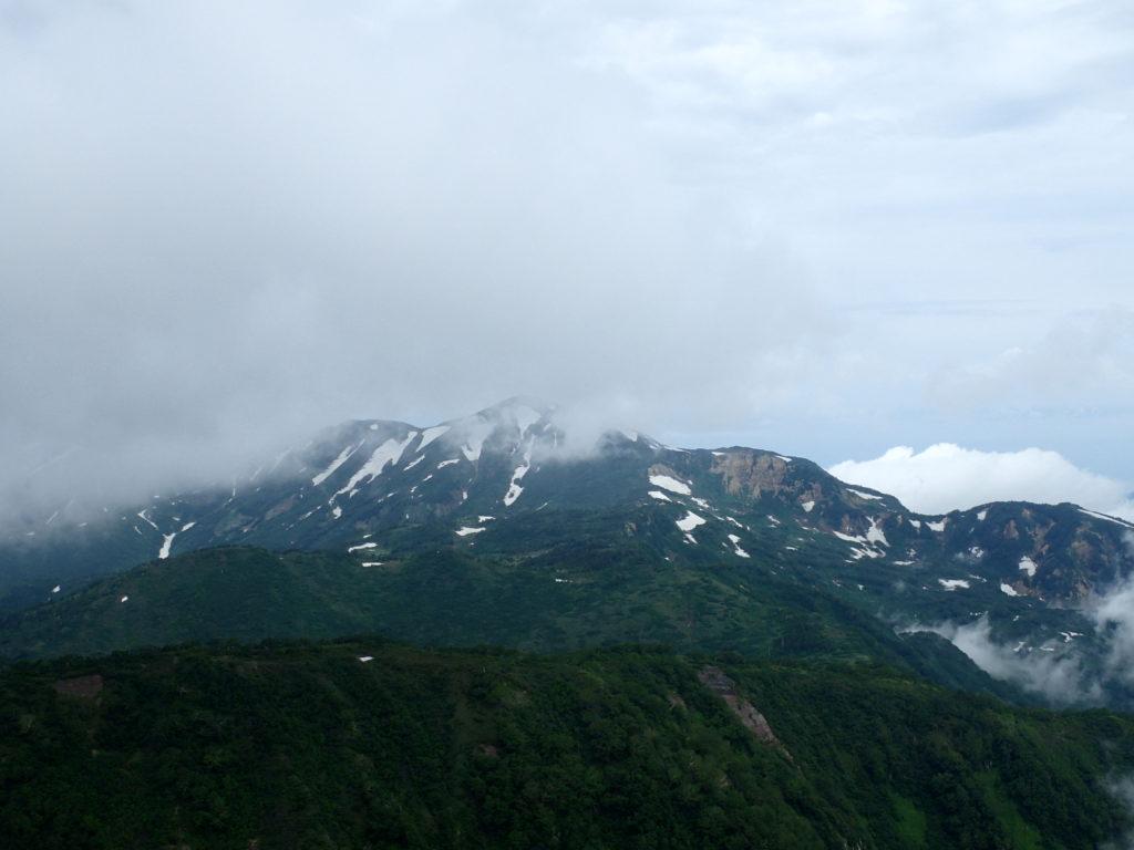 妙高山から眺める火打山と焼山