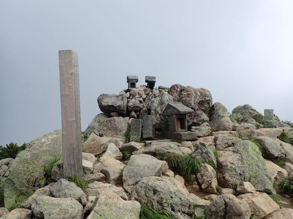 燧ヶ岳山頂の俎嵓(まないたぐら)