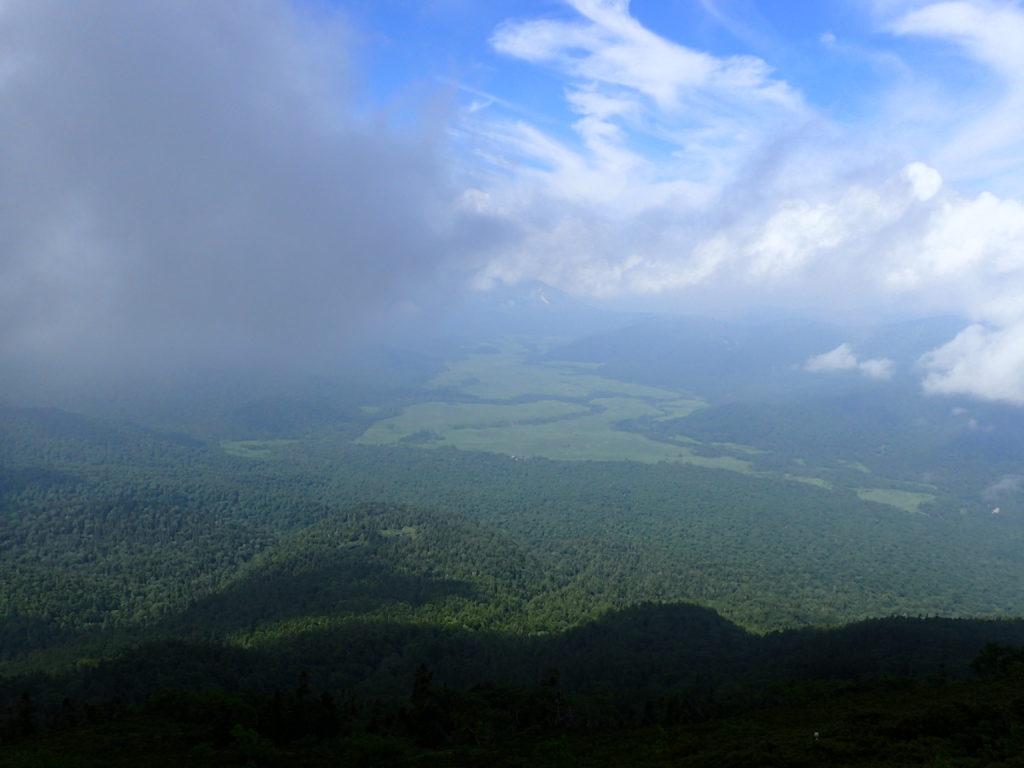 燧ヶ岳の登山道から見おろす尾瀬