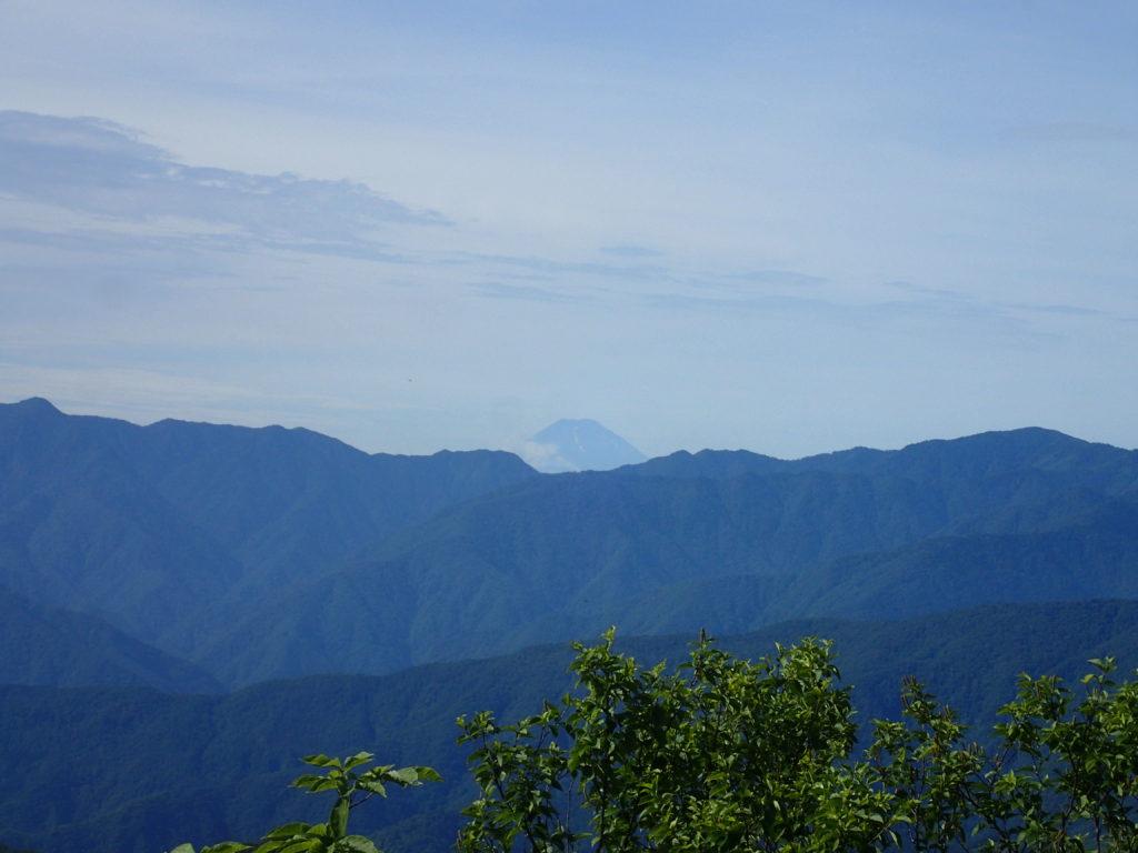 両神山山頂から見る富士山方面