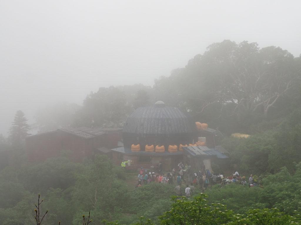 妙高山登山道にある黒沢池ヒュッテ