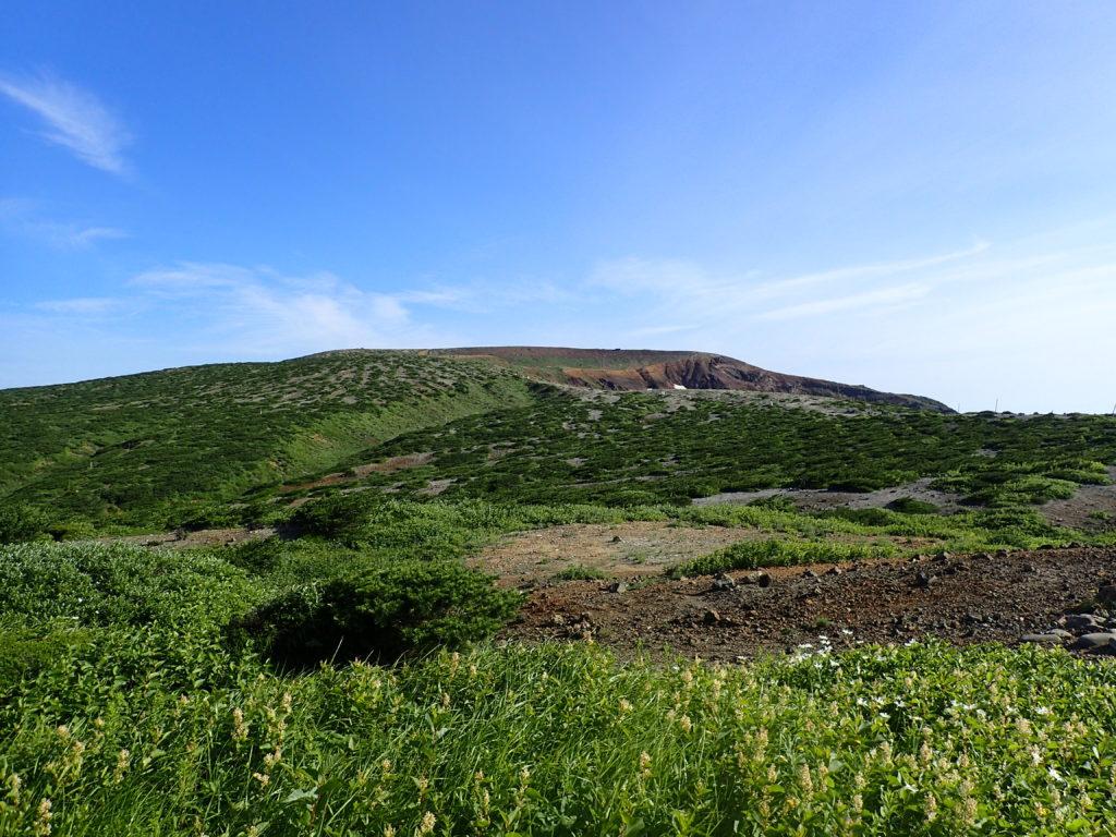 蔵王レストハウス側から見る蔵王山