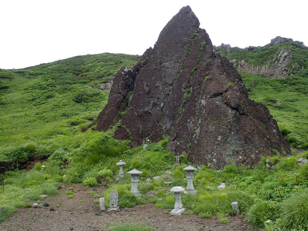 岩手山の不動平の岩