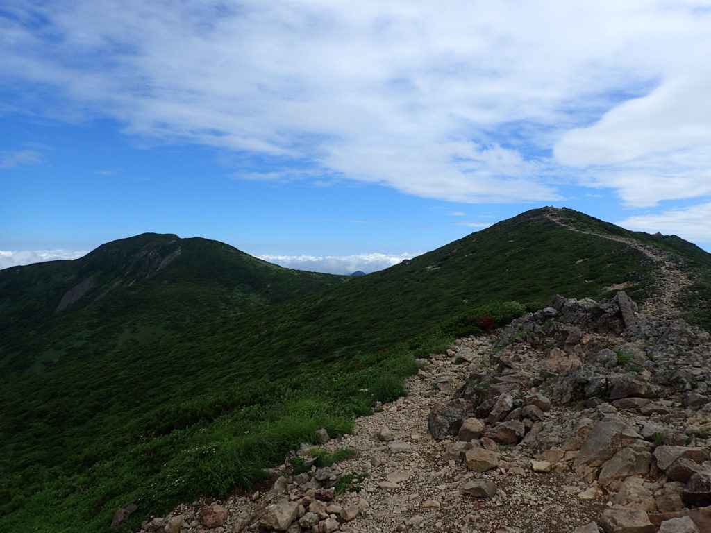 那須岳の三本槍岳と1900m峰