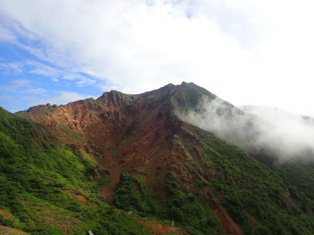 那須岳の峠の茶屋ルートから見る朝日岳方面