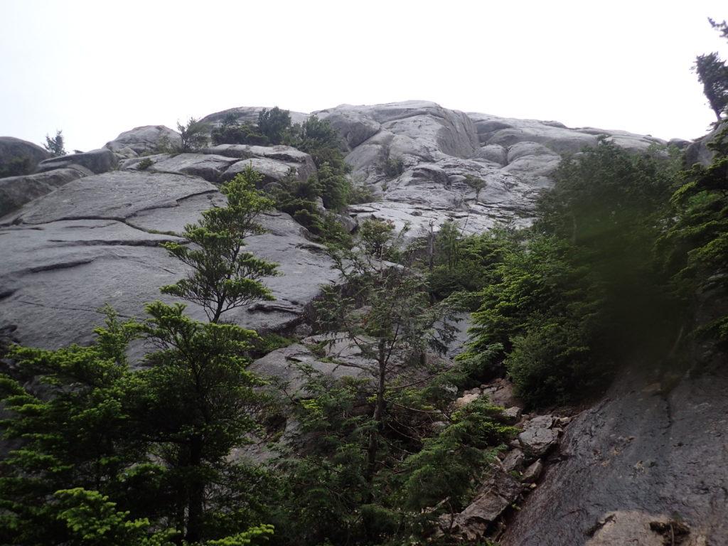 金峰山の瑞牆山荘からの登山ルート上にある大日岩