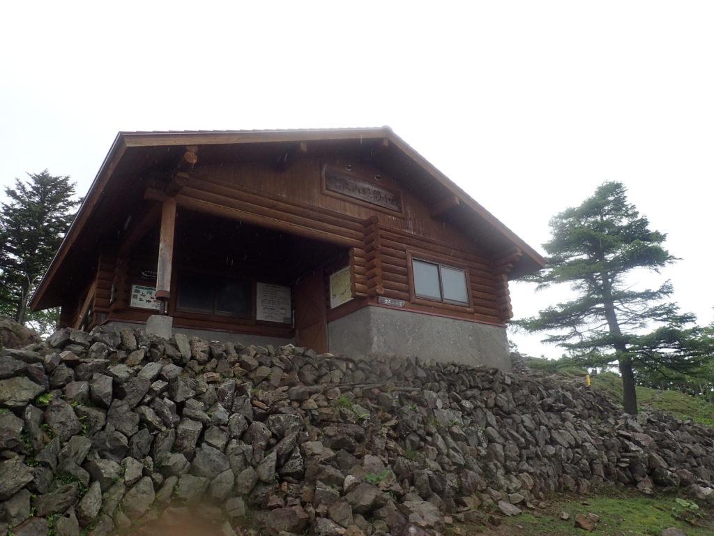 雲取山の山頂小屋