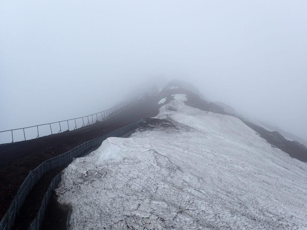 富士山剣ヶ峰へと続く馬の背