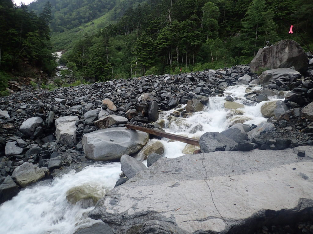 槍ヶ岳の新穂高ルートの滝谷の橋