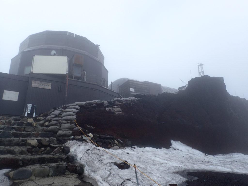 富士山剣ヶ峰の観測所