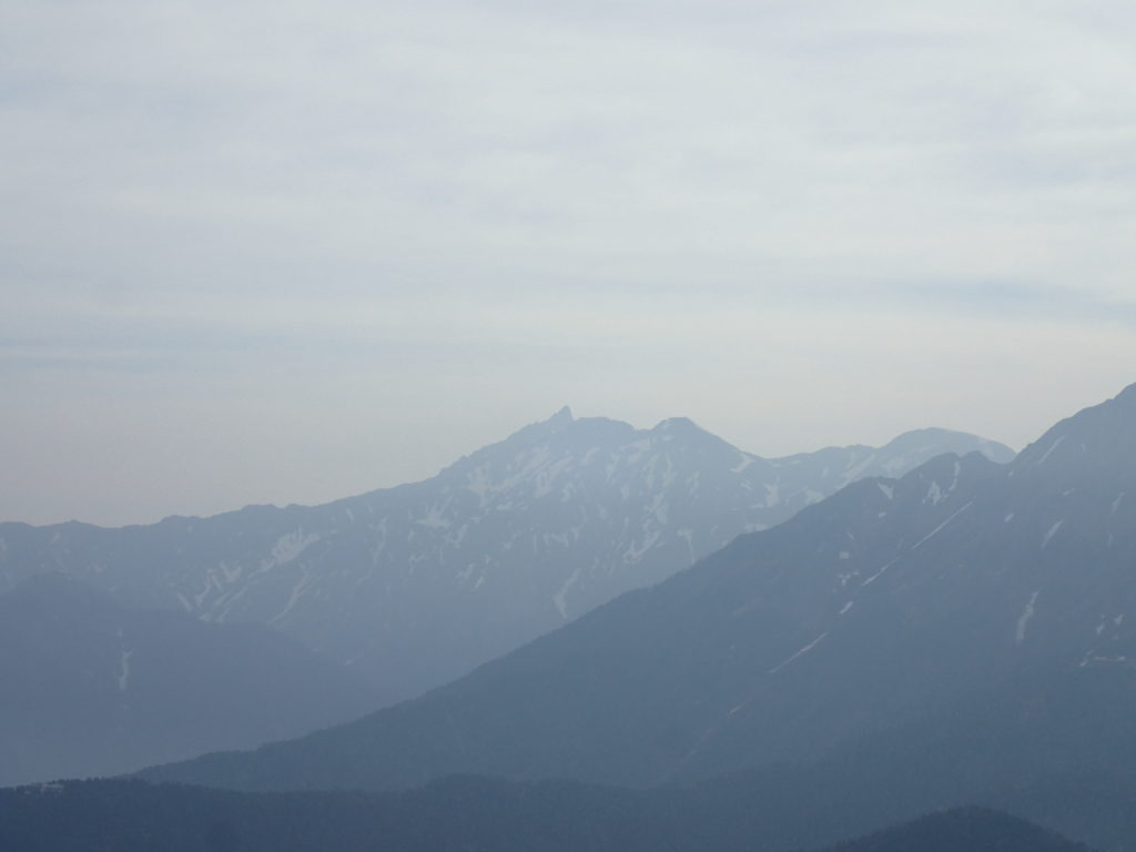 焼岳山頂から眺める槍ヶ岳