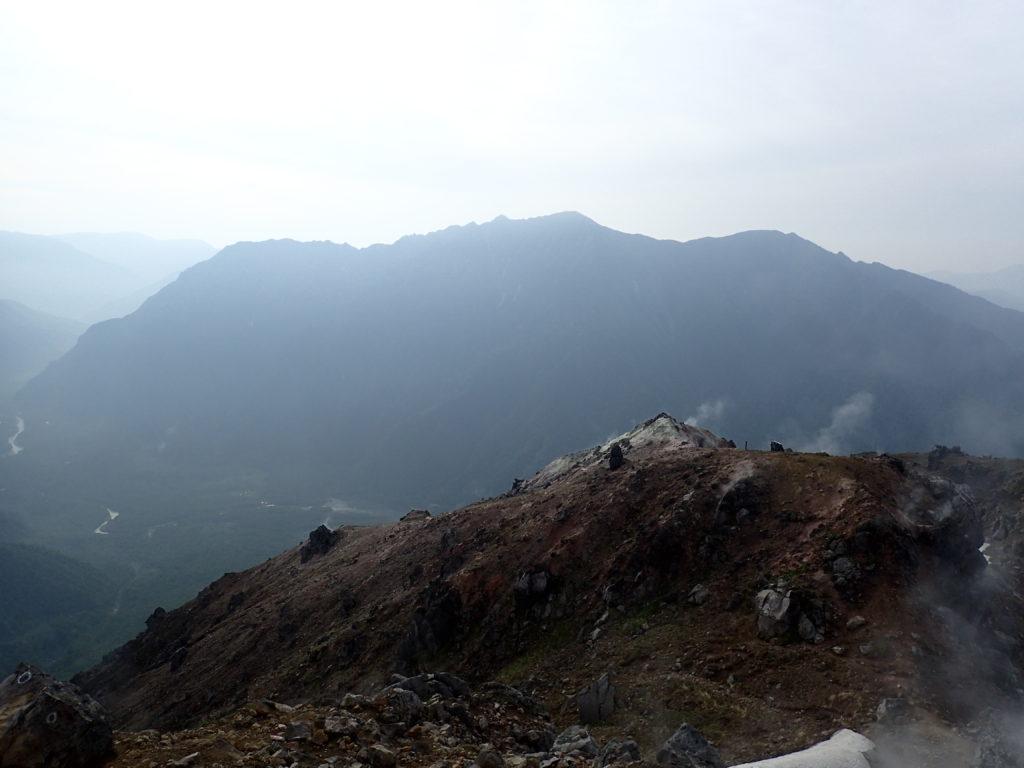 焼岳山頂から眺める霞沢岳