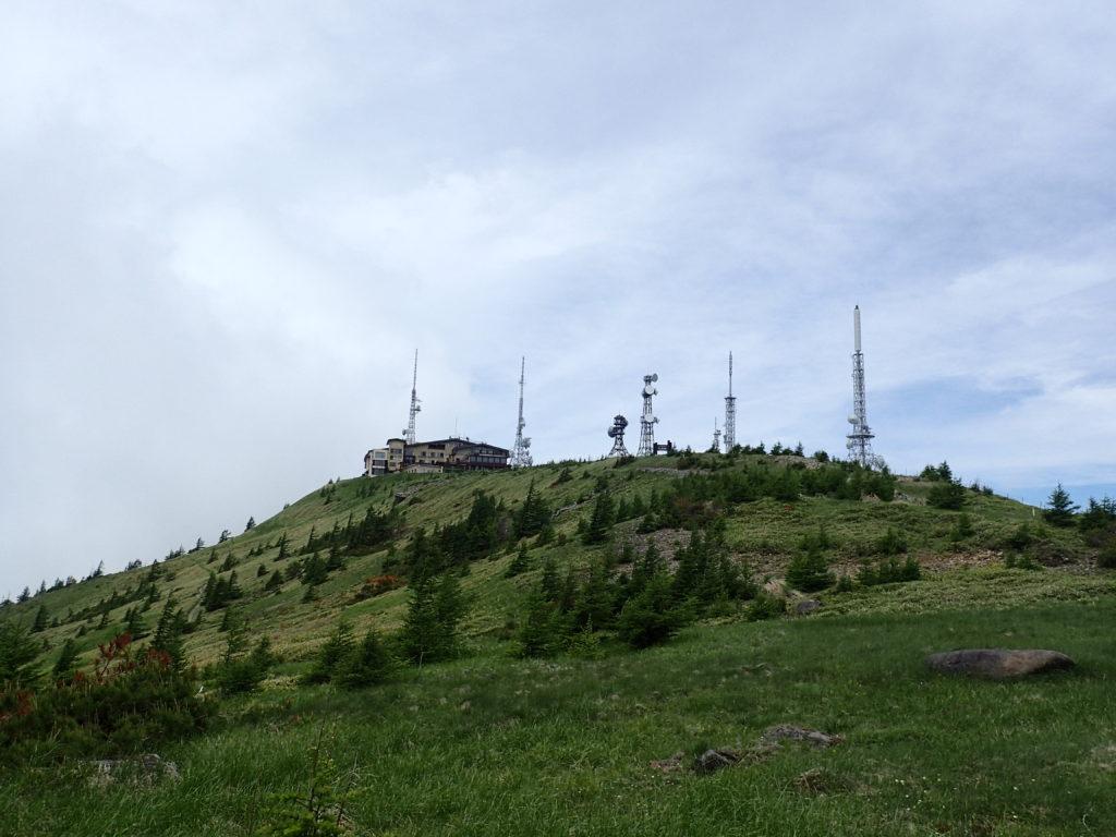 美ヶ原高原の王ヶ頭ホテルと電波塔