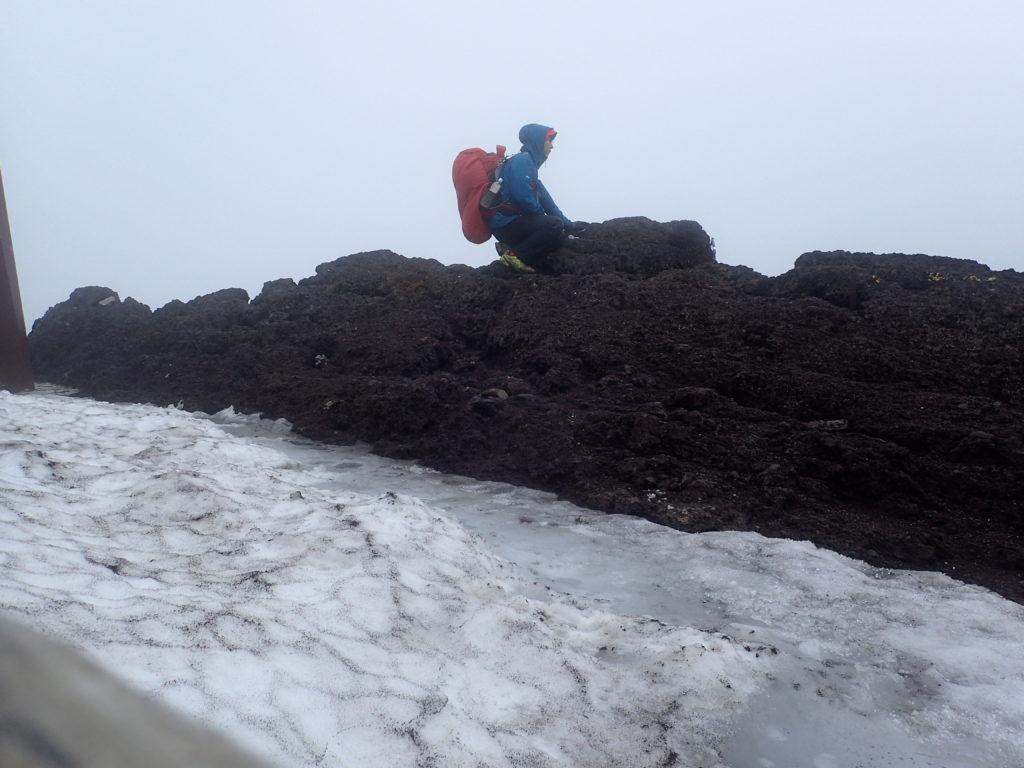 富士山の日本一高いといわれる場所で記念撮影
