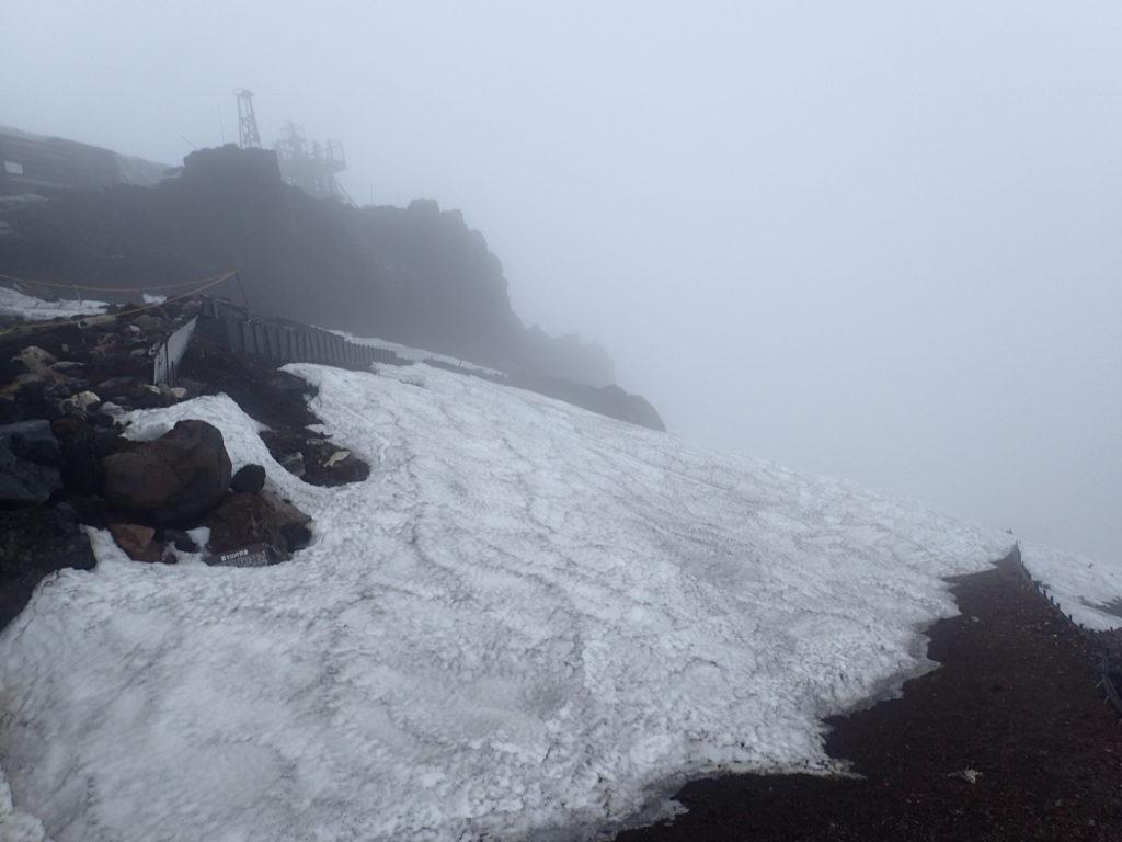 富士山剣ヶ峰から時計回りでお鉢めぐりをする場合の吉田口方面