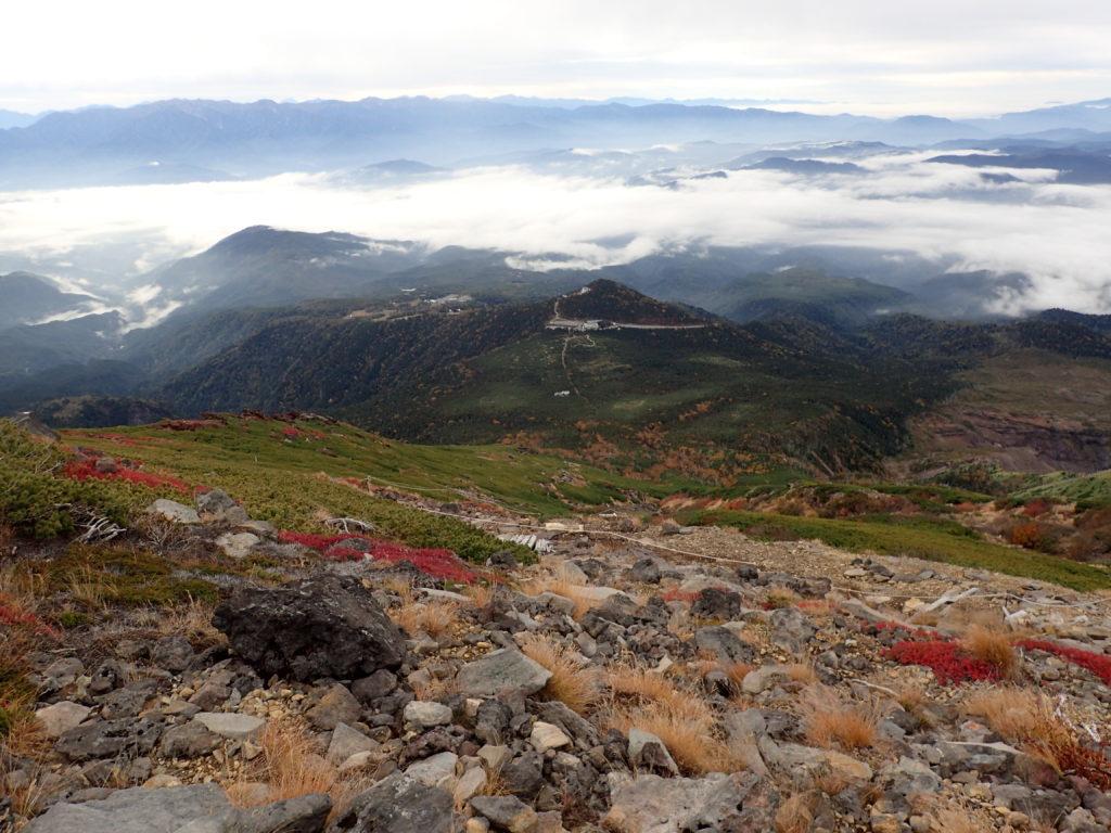 御嶽山の王滝ルートの9合目付近から見おろす王滝登山口