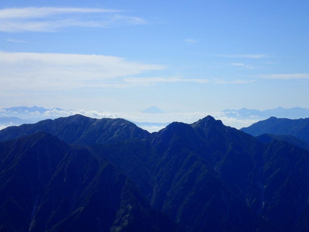 剱岳山頂から眺める富士山
