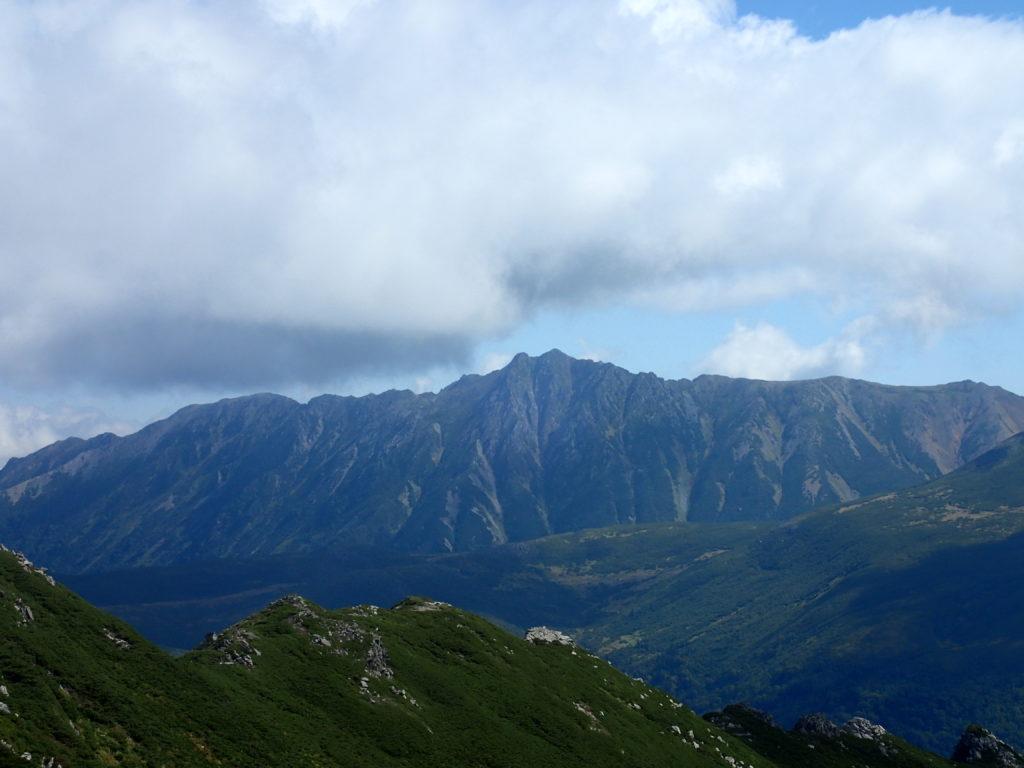 黒部五郎岳山頂から見る水晶岳