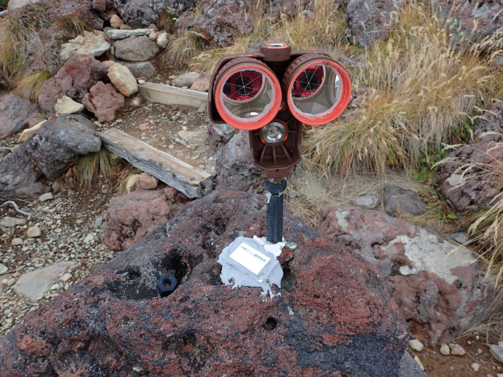 御嶽山の王滝ルートの気象庁火山観測施設