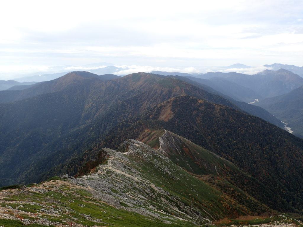 常念岳山頂から見る蝶ヶ岳