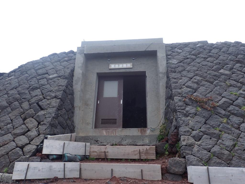 富士山吉田口下山道の緊急避難所