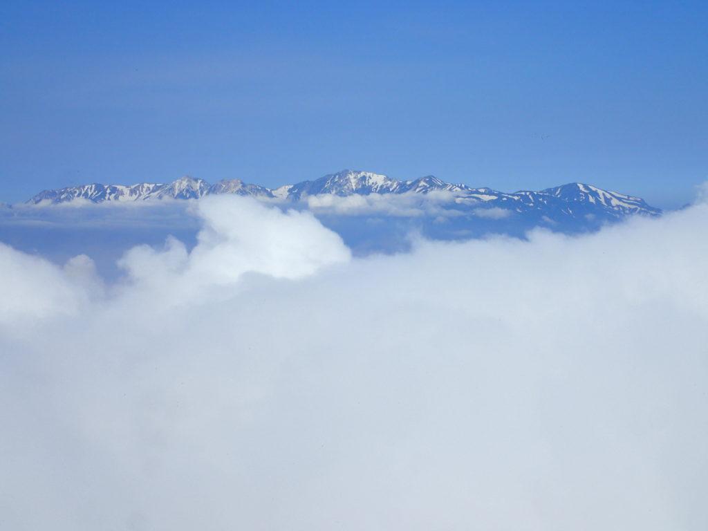 高妻山山頂から見る北アルプス