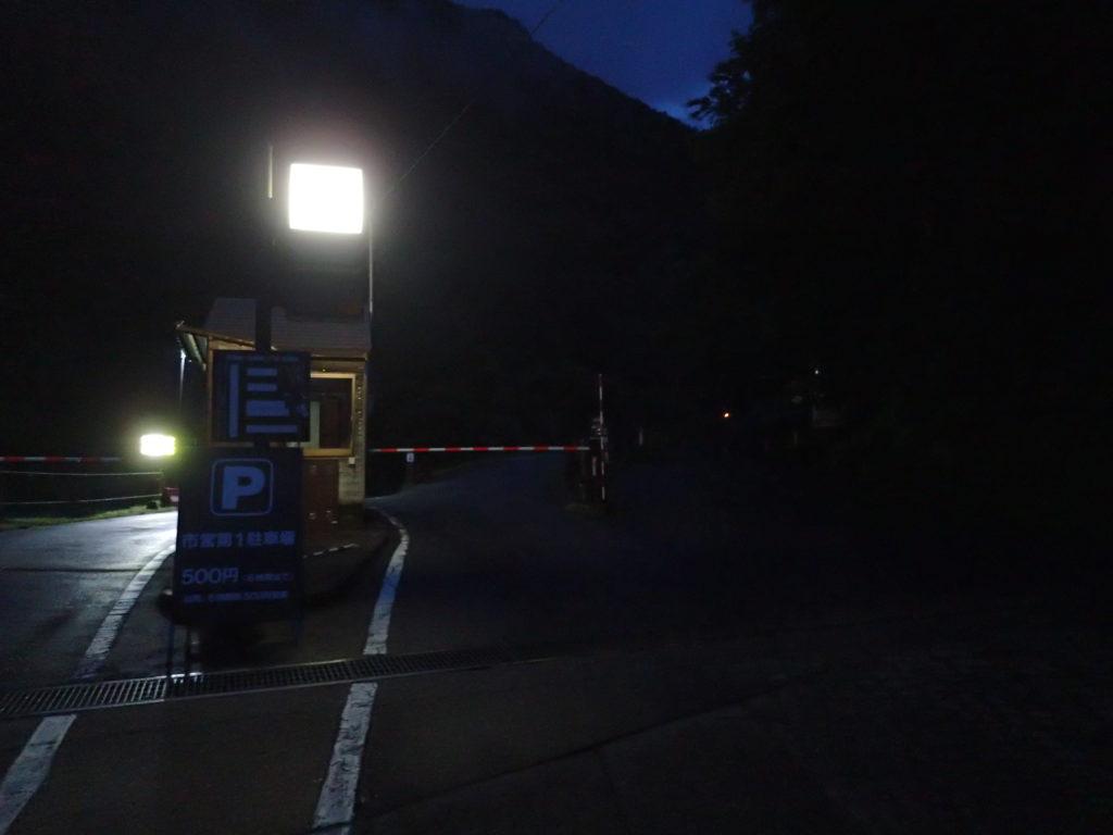槍ヶ岳や穂高岳に続く右俣林道の入口