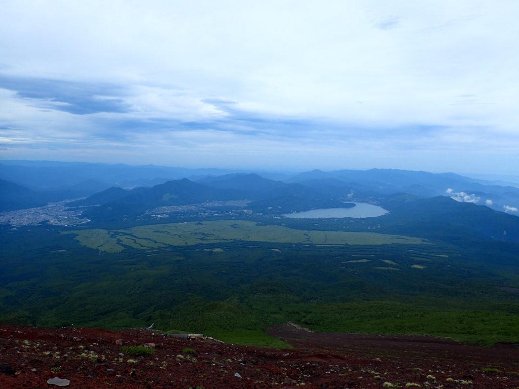 富士山吉田口下山道から見る山中湖と自衛隊の演習場
