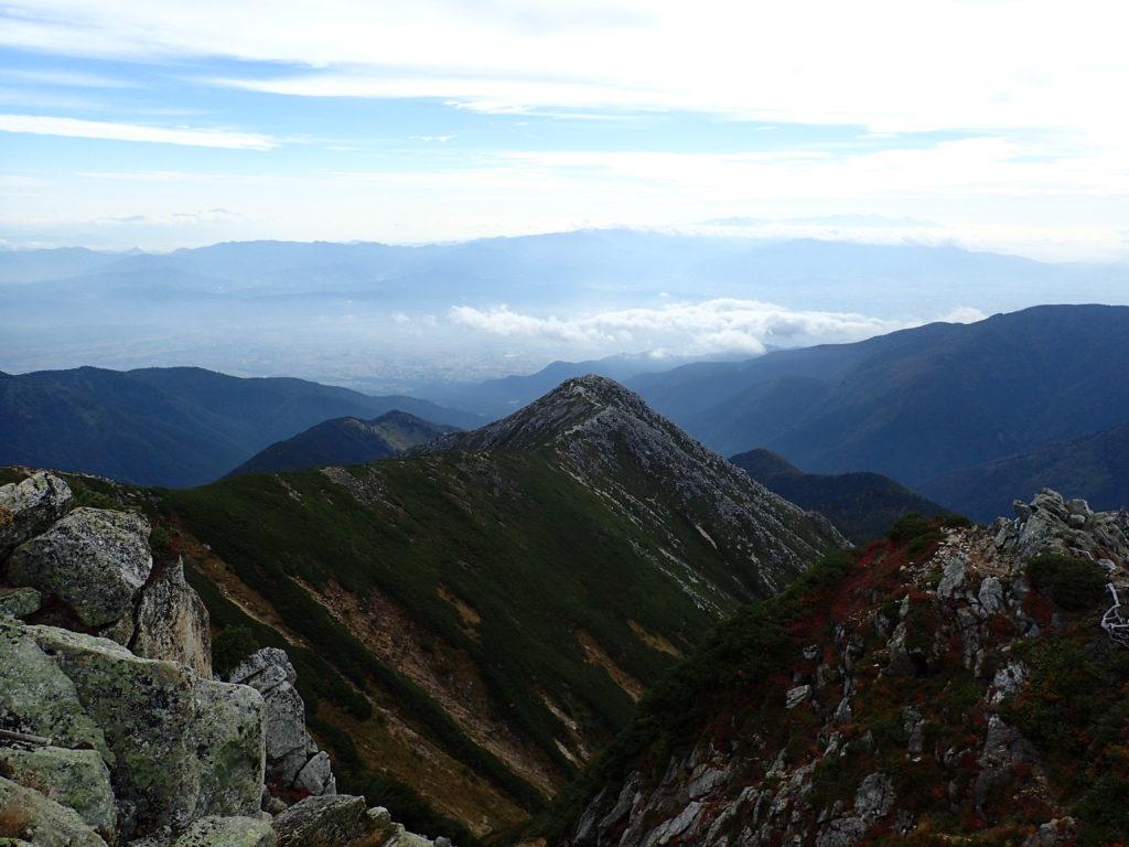 常念岳山頂から見る前常念