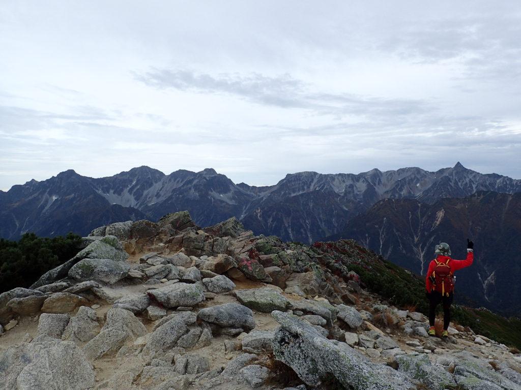 常念岳山頂から見る槍ヶ岳と穂高岳と大キレット
