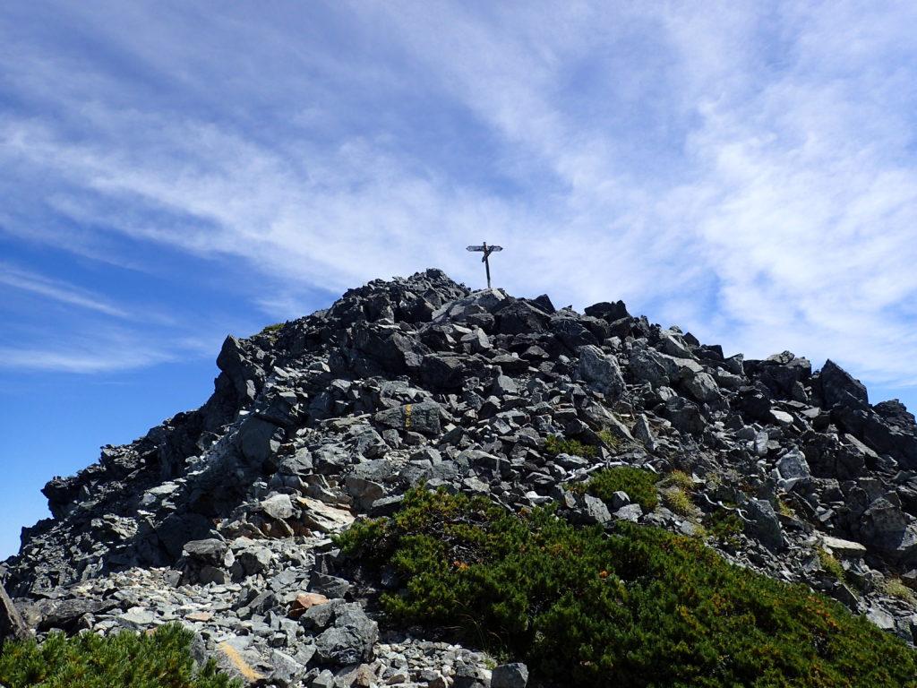 剱岳山頂直下の道標