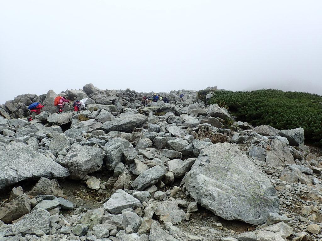 立山の一ノ越から雄山に向かう登山道