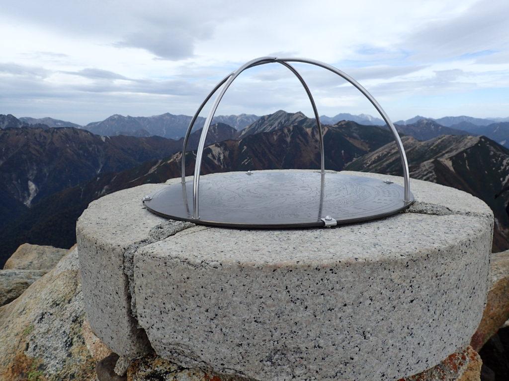常念岳山頂の方位盤