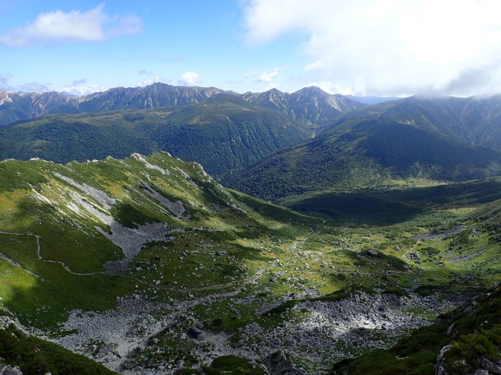 黒部五郎岳山頂から見る黒部五郎カールと北アルプス裏銀座の山々