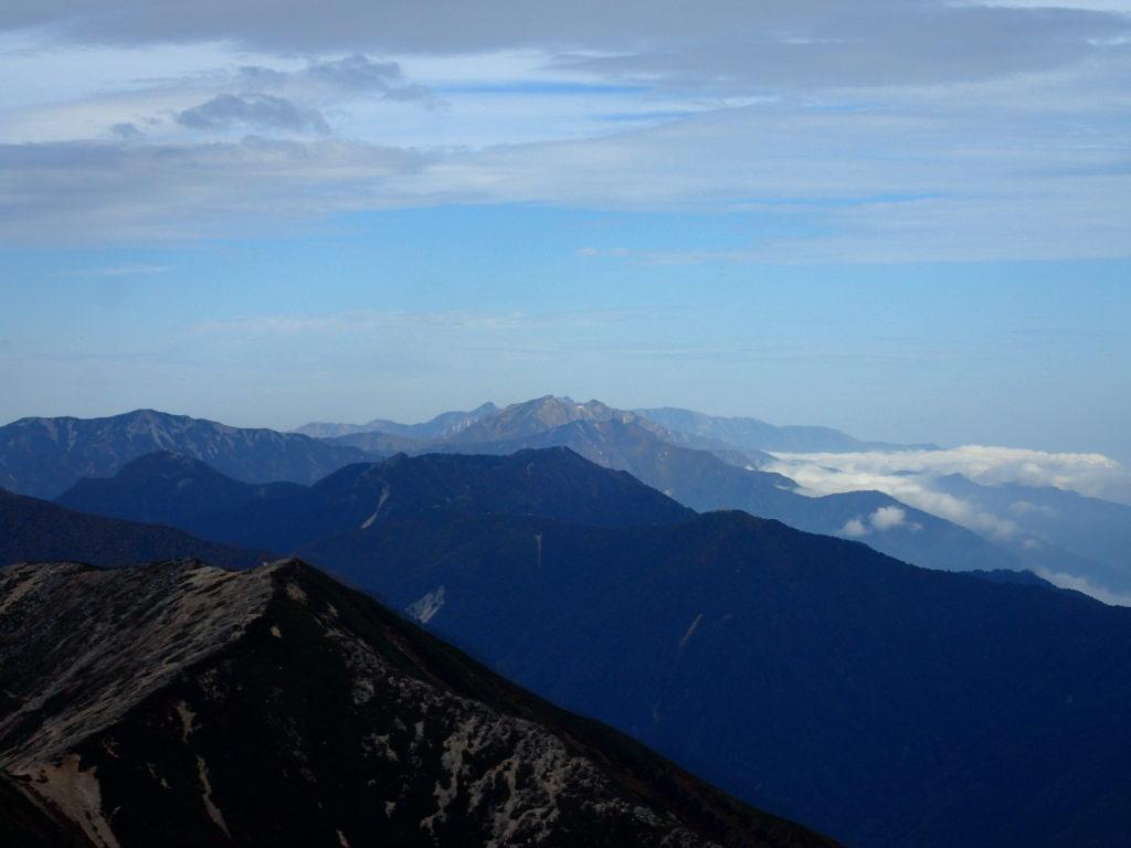 常念岳山頂から見る後立山方面