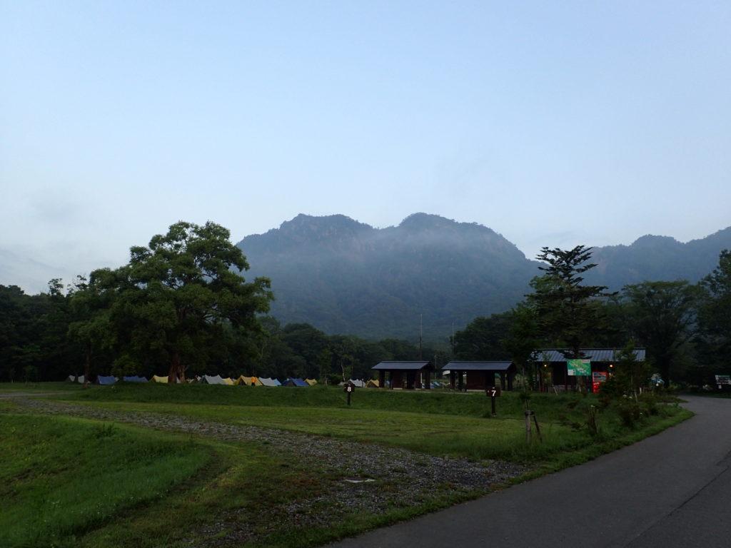 戸隠キャンプ場と戸隠山